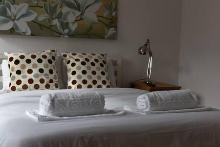 Lovely En-Suite Double Room - Londra - Casa