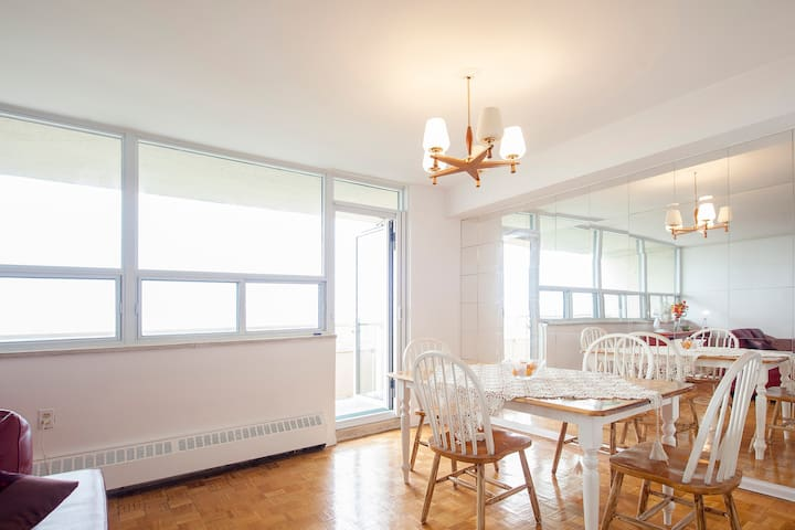 5 minutes from Subway -Free Parking - Toronto - Apartament