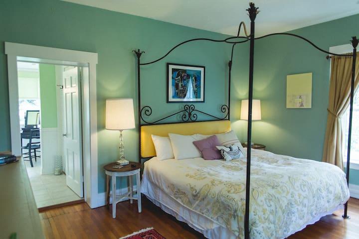 The Charlotte Waters Lee room - king bed, ensuite bath, dual sinks.
