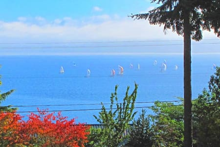 Sunrise Studio Apt. w/Amazing View - Bainbridge Island - Dom
