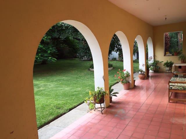 Casona Antigua, Ribera de Chapala. - San Juan Cosalá - Ev