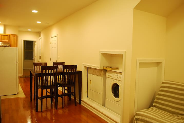 Renovated 2BR Apartment in Hip Passyunk Square !