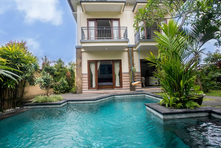 The Blue Swings House: private pool & rice view