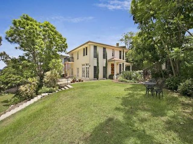Family home in Kenmore - Kenmore - Talo