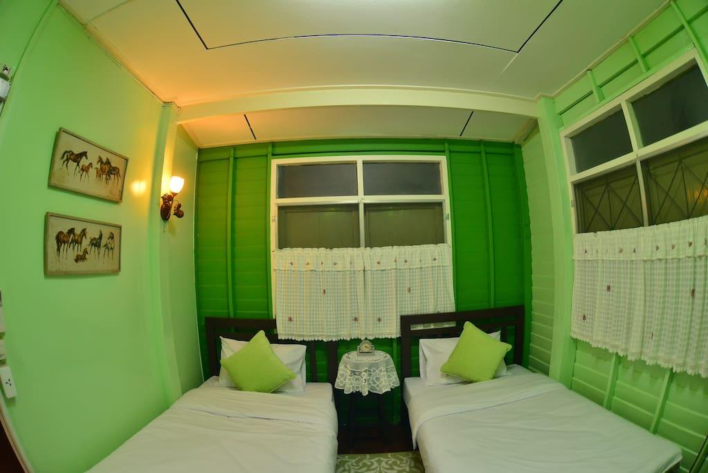 Central Room (2 Beds Bedroom)