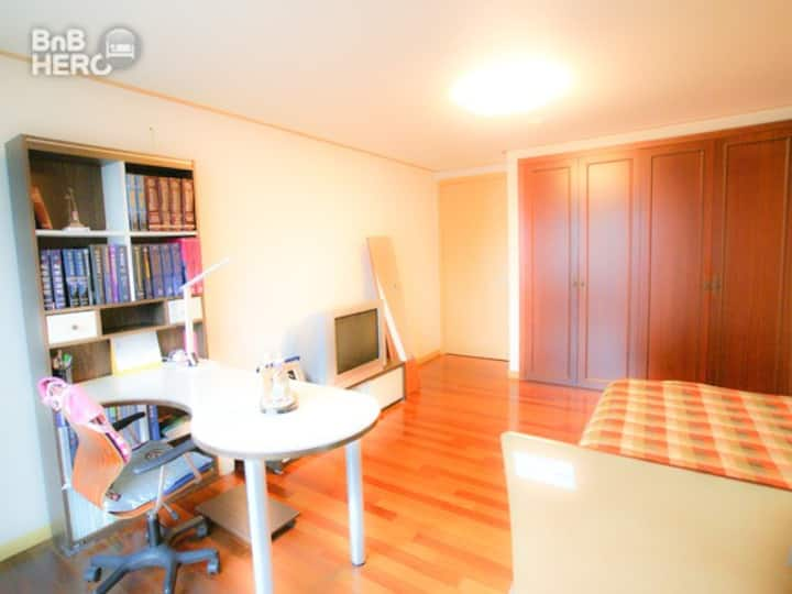 Calm & convenient room for work