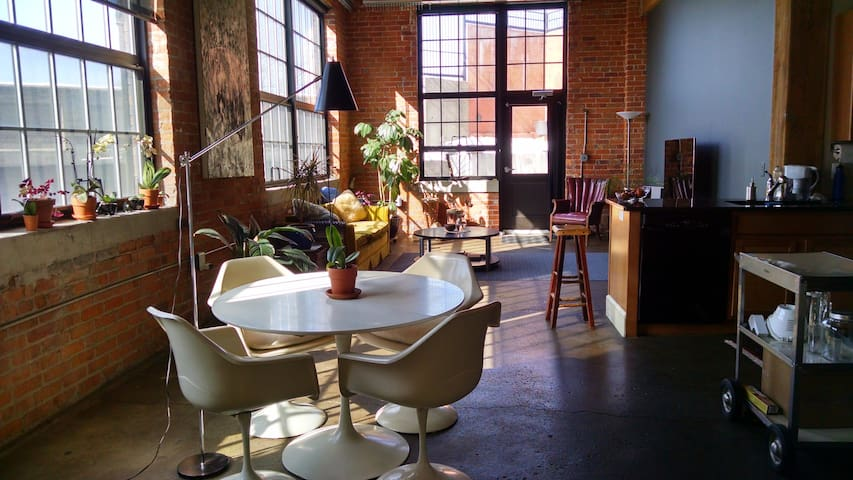 Upscale Artists Loft with Patio
