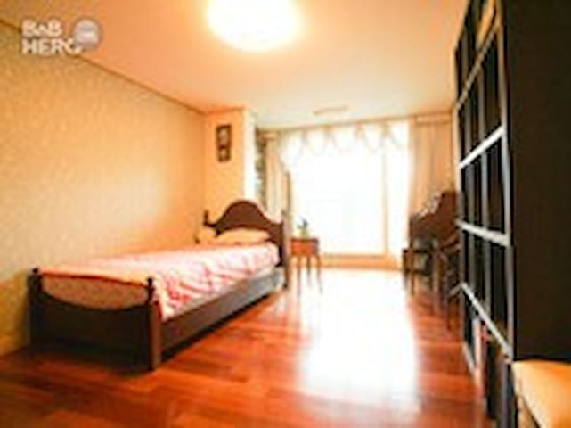 Calm & comfortable room in Gangnam