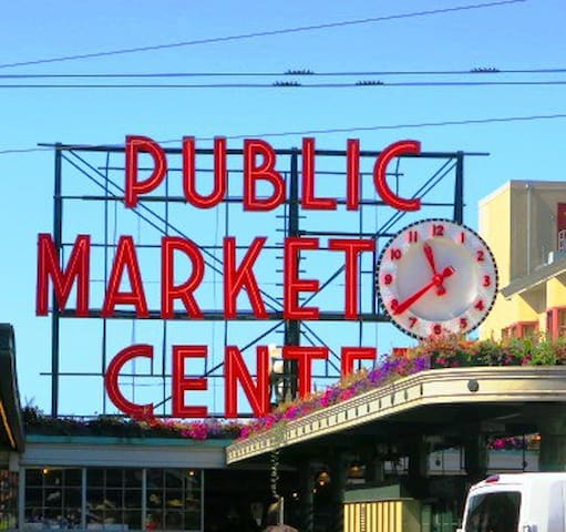 Pike Place Market Hideaway with a Waterfront View!