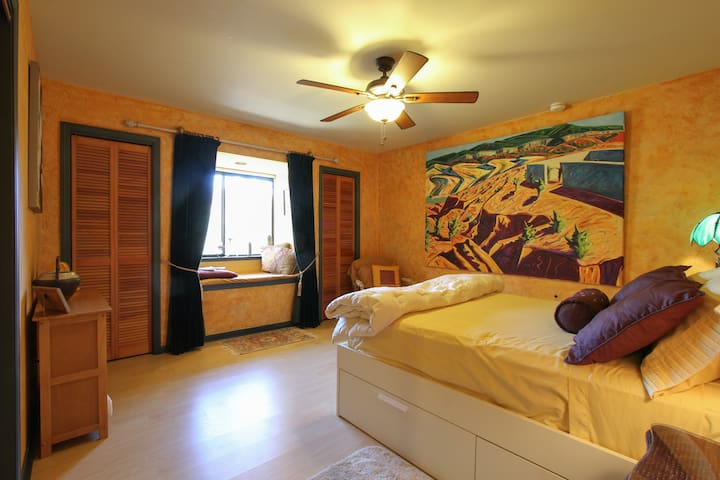 Serene room near Harbin Hot Springs with full bed - Pope Valley - Casa