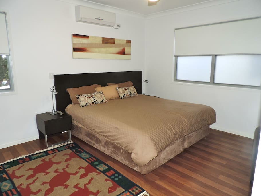 Bedroom with king size bed and aircon and ensuite to a 2 way bathroom (top floor)