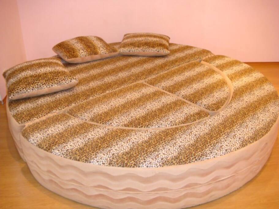 Диван, который раскладывается в большую круглую кровать