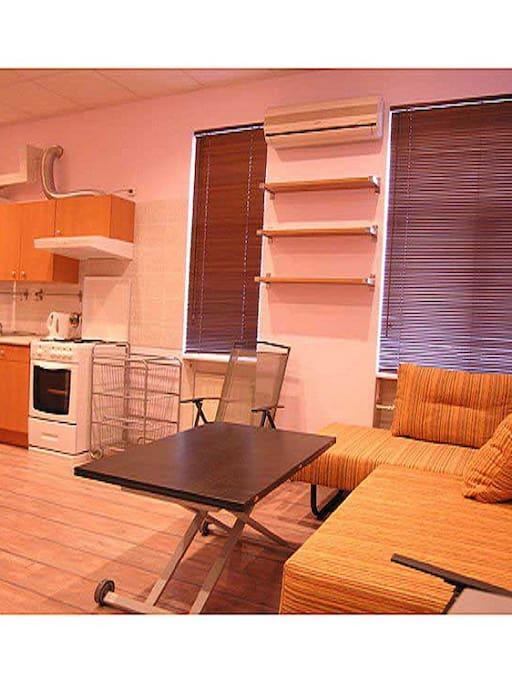 Кухня - гостиная с угловым раскладывающимся диваном
