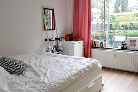Bright Spacious Room in Cozy Flat