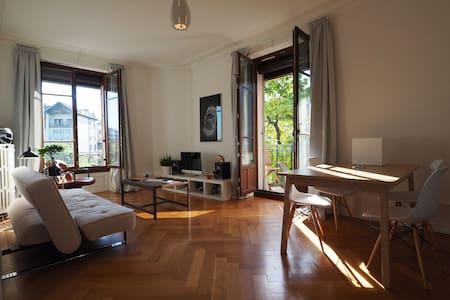 Geneva Center top flat @Plainpalais - Genewa
