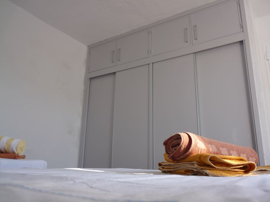 Armario empotrado a estrenar (habitación 1)