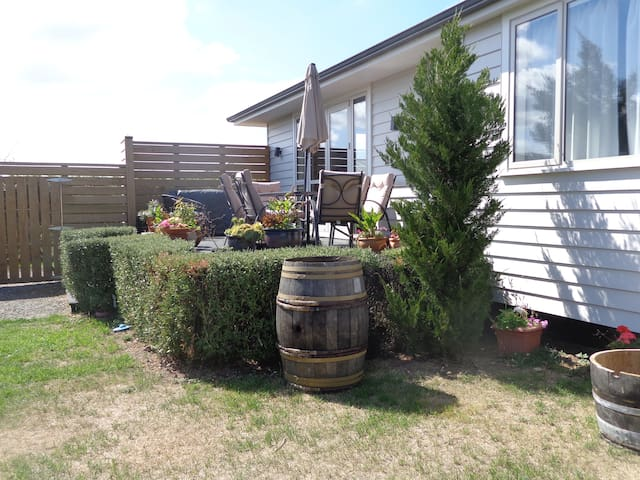 Welcoming twin-room close to town (guest bathroom) - Martinborough - Bed & Breakfast