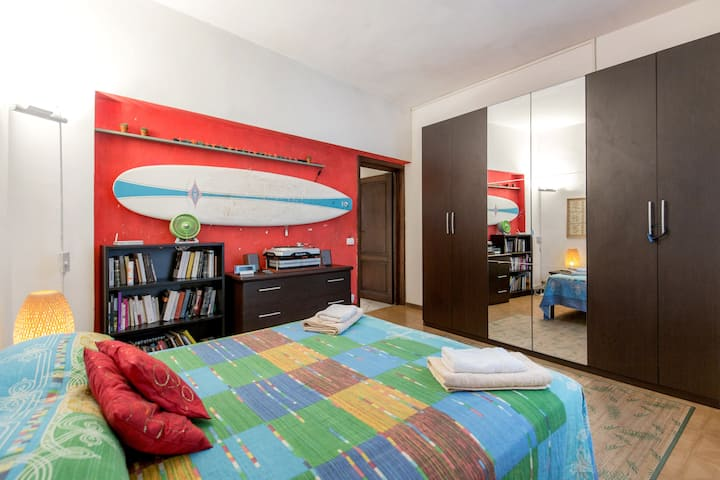 Cozy apartment near the City Center. Free parking