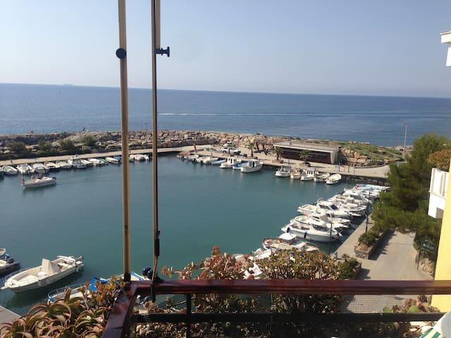 Ampio appartamento a 10 m dal mare - San Lorenzo al Mare - Byt