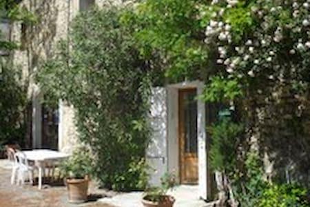 Maison dans un domaine viticole - Avignon