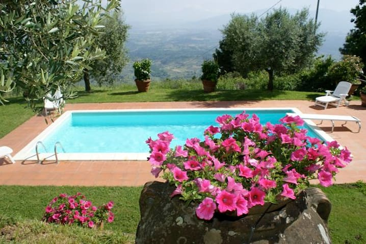 charming farmhouse, pool & views!  - Capannori - Dom