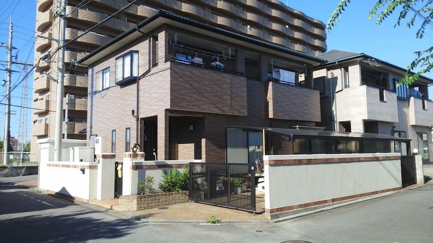 松山駅 より徒歩10分で交通 便利です。 - Matsuyama-shi - House