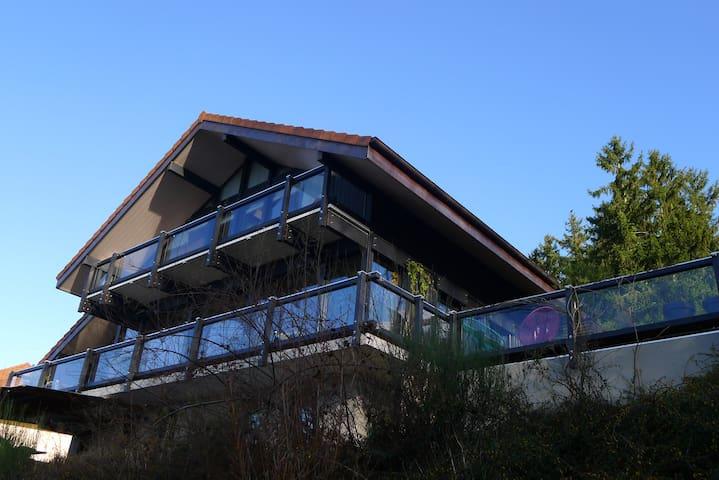 Studio avec terrasse, dans maison
