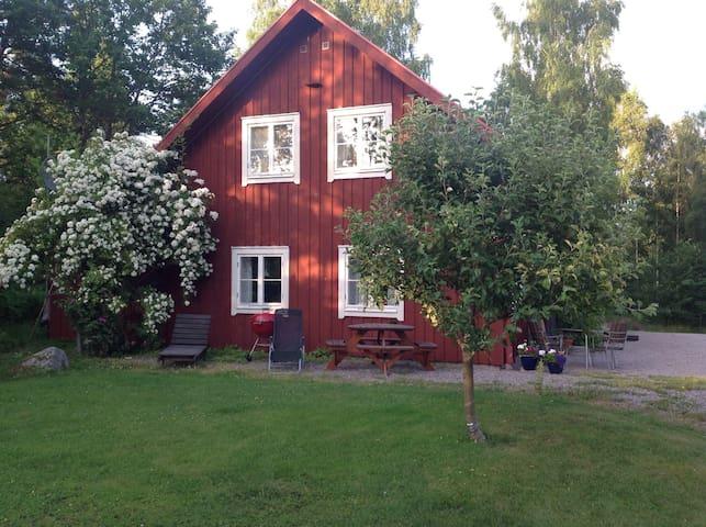 Stuga vid sjö och naturreservat - Växjö - Casa de campo