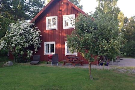 Stuga vid sjö och naturreservat - Växjö - Kulübe