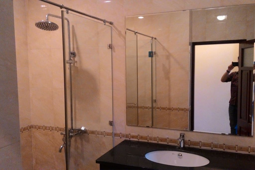 A large and clean bathroom