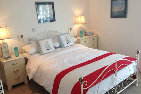 Old Town Padstow Cottage w/en suite - Bed & Breakfast