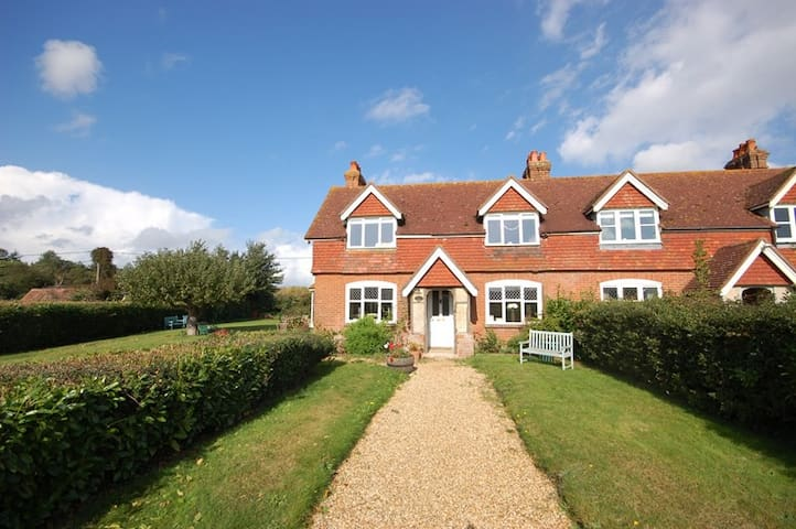 Family Friendly Country Cottage - Lymington