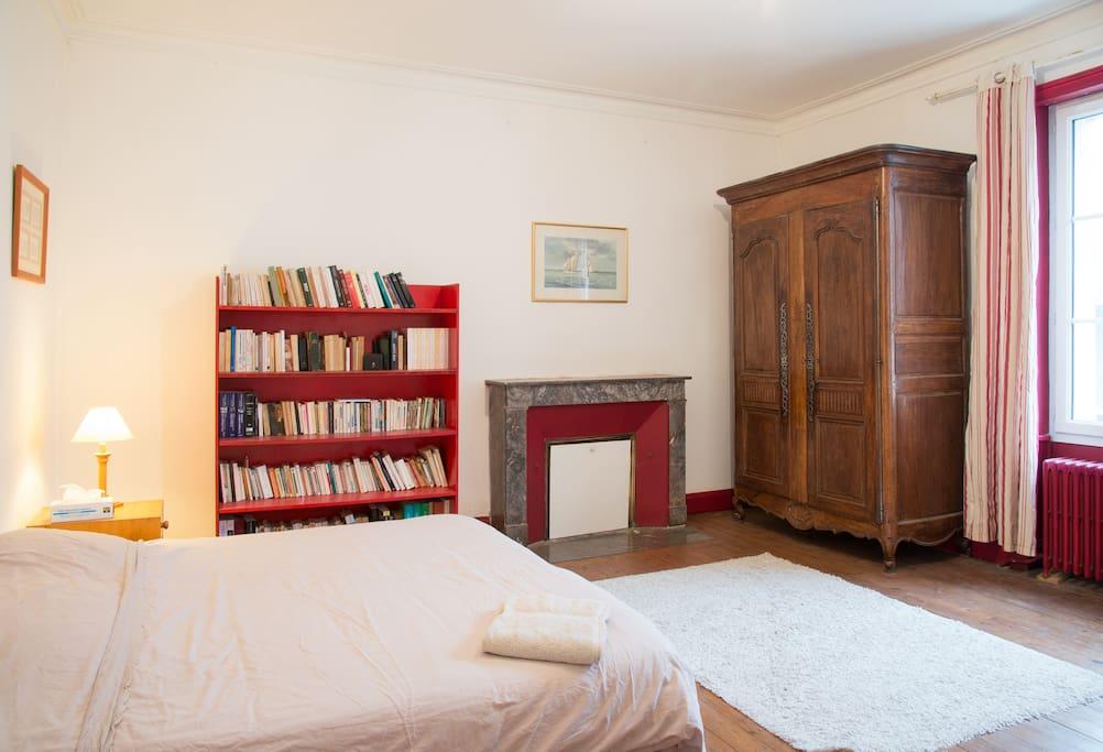 Belle chambre confortable face gare houses for rent in - Chambre des metiers la roche sur yon ...