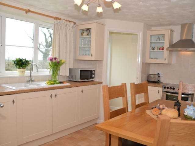 Ugworthy Barton Farm Cottage - Holsworthy - House