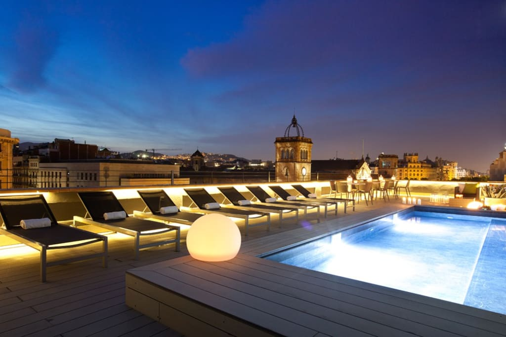 Terrace at night, with pool and breathtaking view of the city