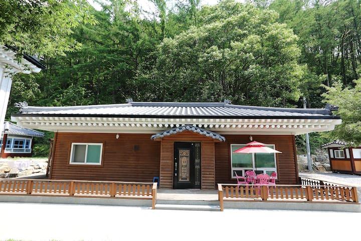 따스함이 있는 김삿갓휴게소 별채 - Gimsatgat-myeon, Yeongweol - Talo