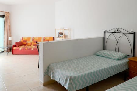 Quiet studio + pool, 3 mins to sea - Tuineje - Apartamento