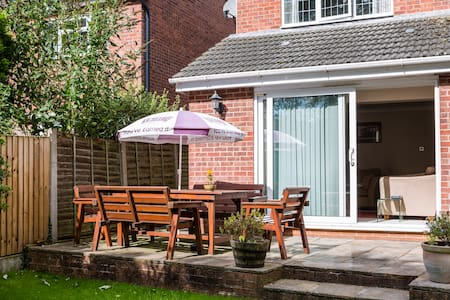 Lovely rooms in modern house - Holmes Chapel - Bed & Breakfast