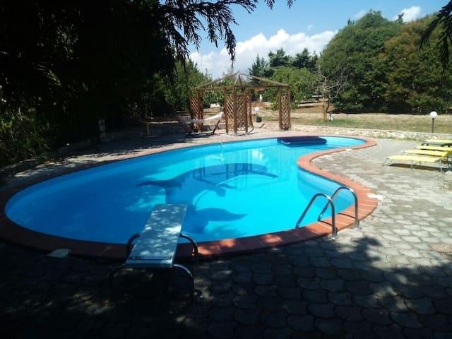 VILLA CON PISCINA SUL GARGANO 6000M - Manfredonia - Villa