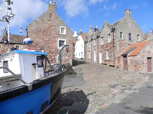 Oor wee butt n ben by the sea,Crail - Crail