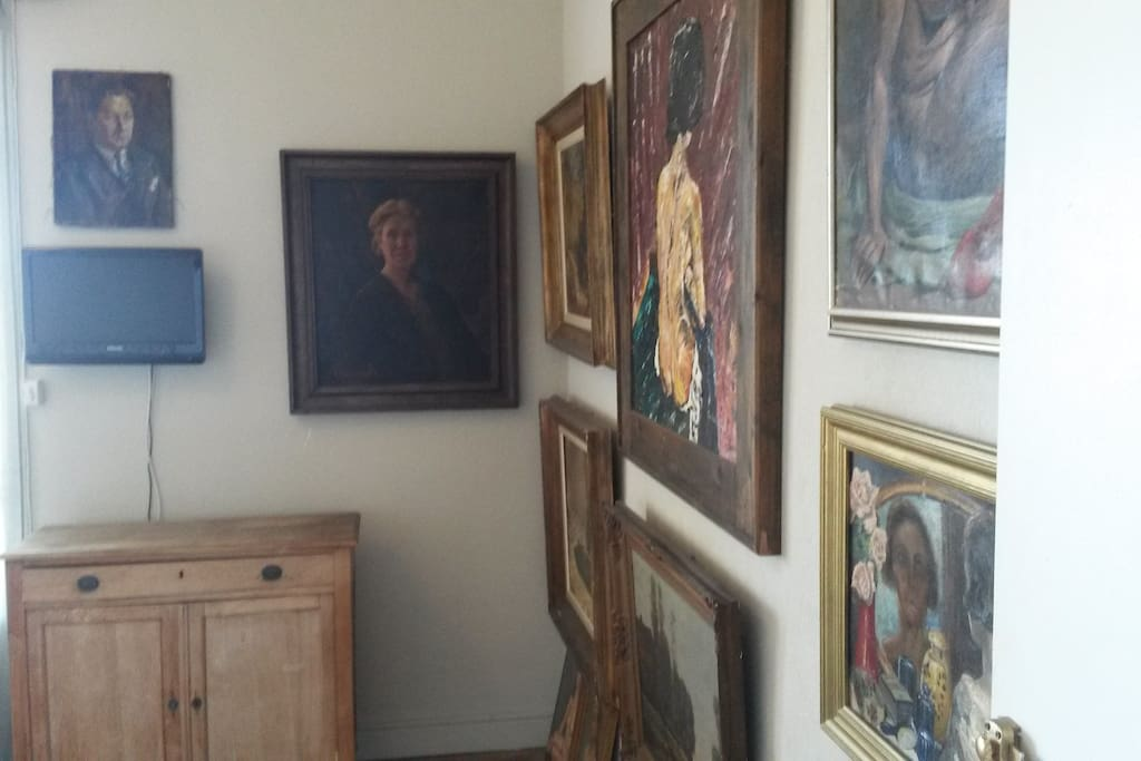 Room decorated with real paintings