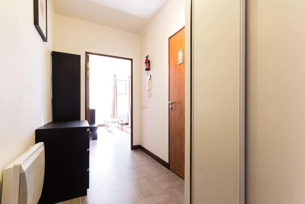 studio d 39 en haut appartements louer grenoble rh ne alpes france. Black Bedroom Furniture Sets. Home Design Ideas