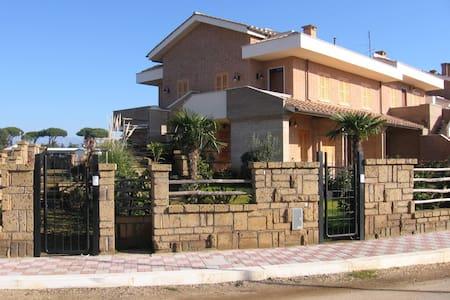 Mare SABAUDIA Bella Farnia - Bella Farnia - Townhouse