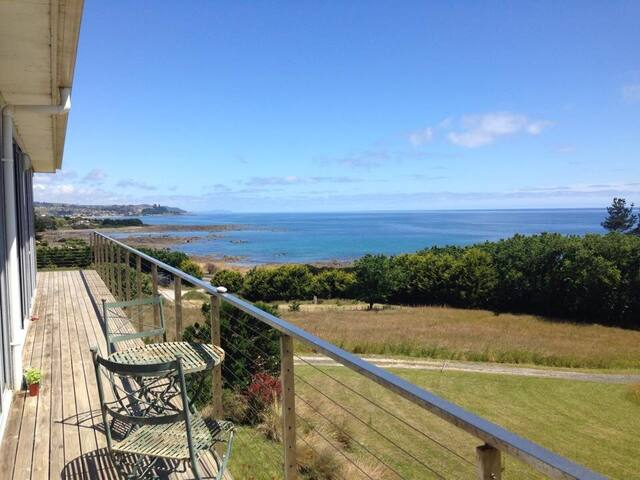 Lizzi Stott's incl Breakfast Modern Sunny Seaviews - Penguin - Huis