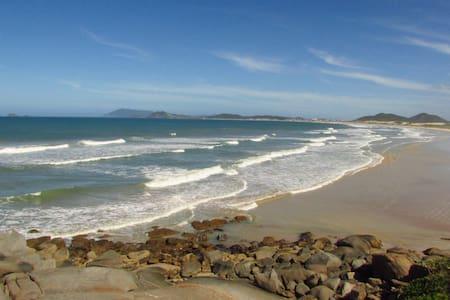 Suíte p/casal em praia paradisíaca - Cabo Frio
