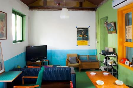 Retro HuTong House HouHai DrumTower