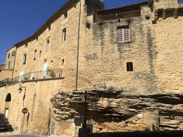 Nid chatelain dans village Gardois . - Vers-pont-du-Gard - Apartamento