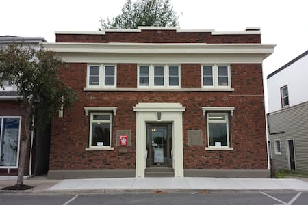 Pilot Lodging, 196 West Street - Port Colborne - Apartmen