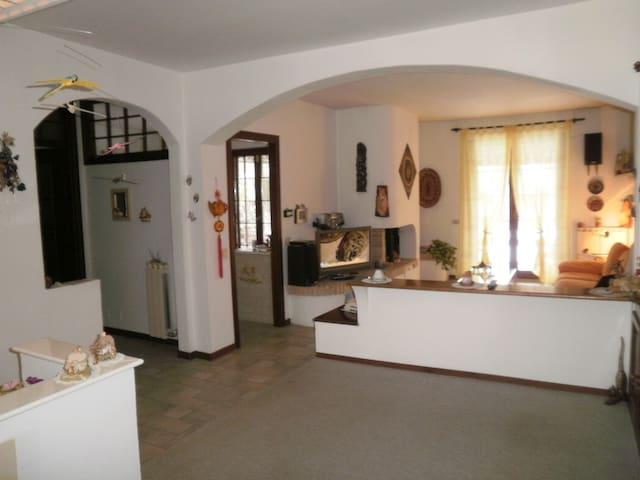 Accogliente villetta a schiera - Ivrea - 一軒家