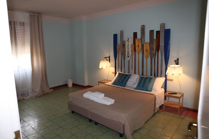 Private room with double bed or twin beds